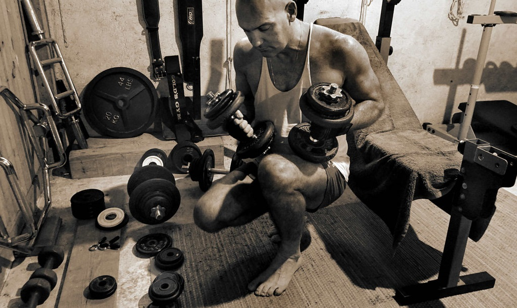 How to build your own calisthenics gym at home