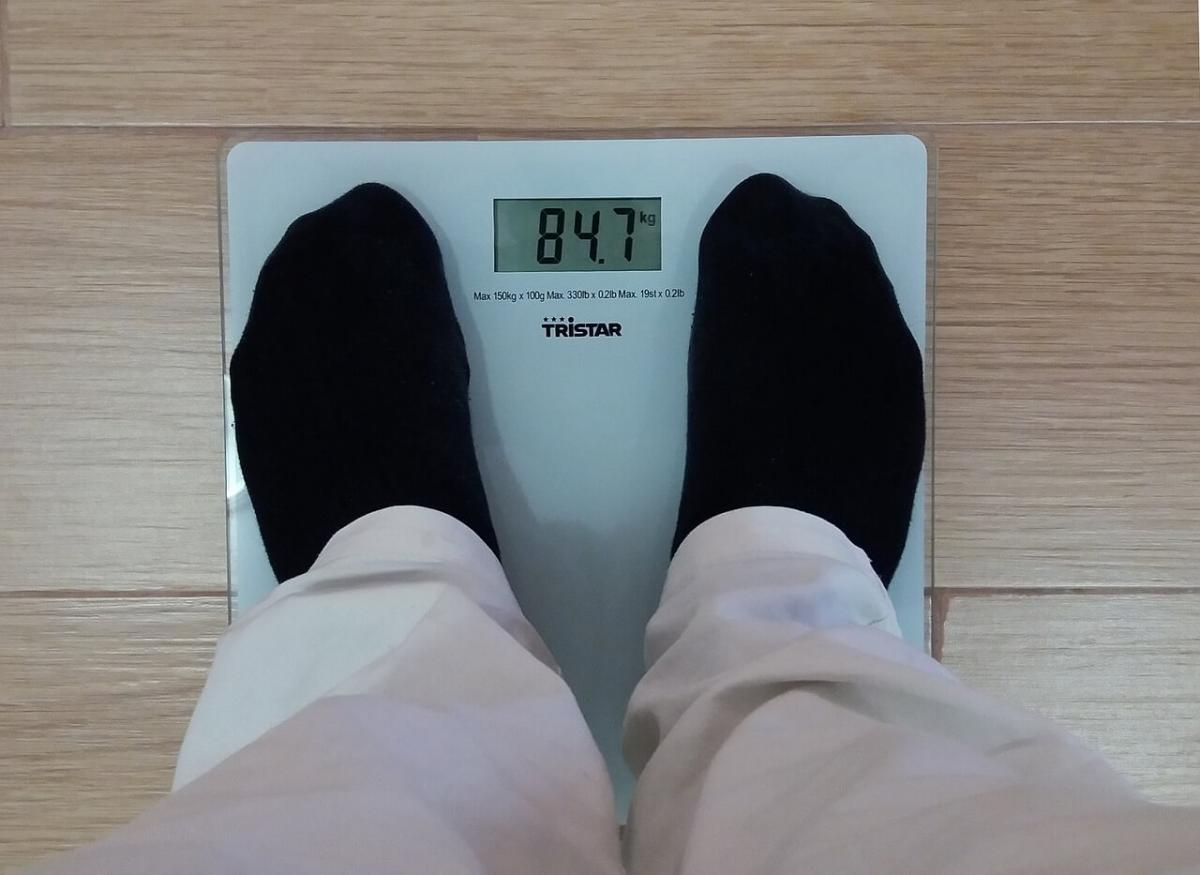 Weighing calorie deficit results on a scale