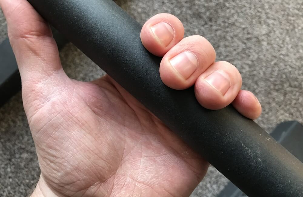 Demonstration of incorrect bar grip (closed hand)