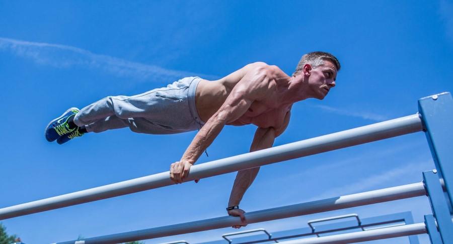 Cali Move - Sven performing planche